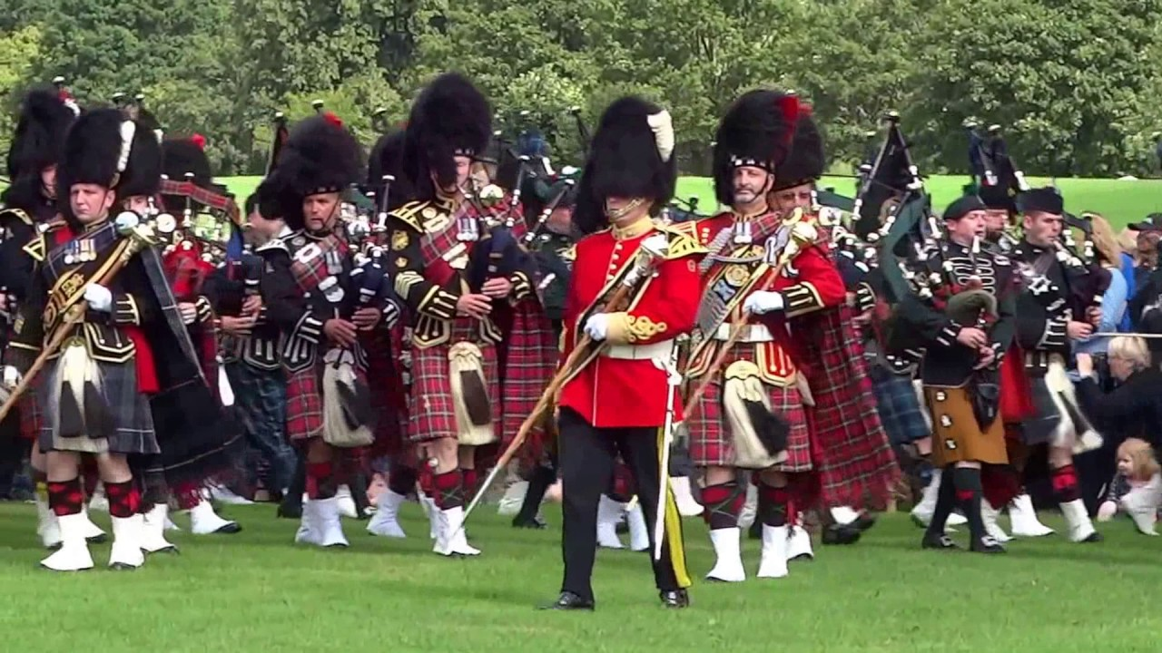 1000 Marching Pipers Pipe Band Parades Scotland Youtube