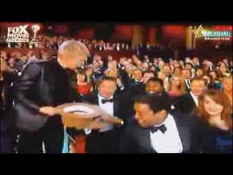 Ellen requested for tips after celebrities eating pizzas(Oscars 2014)