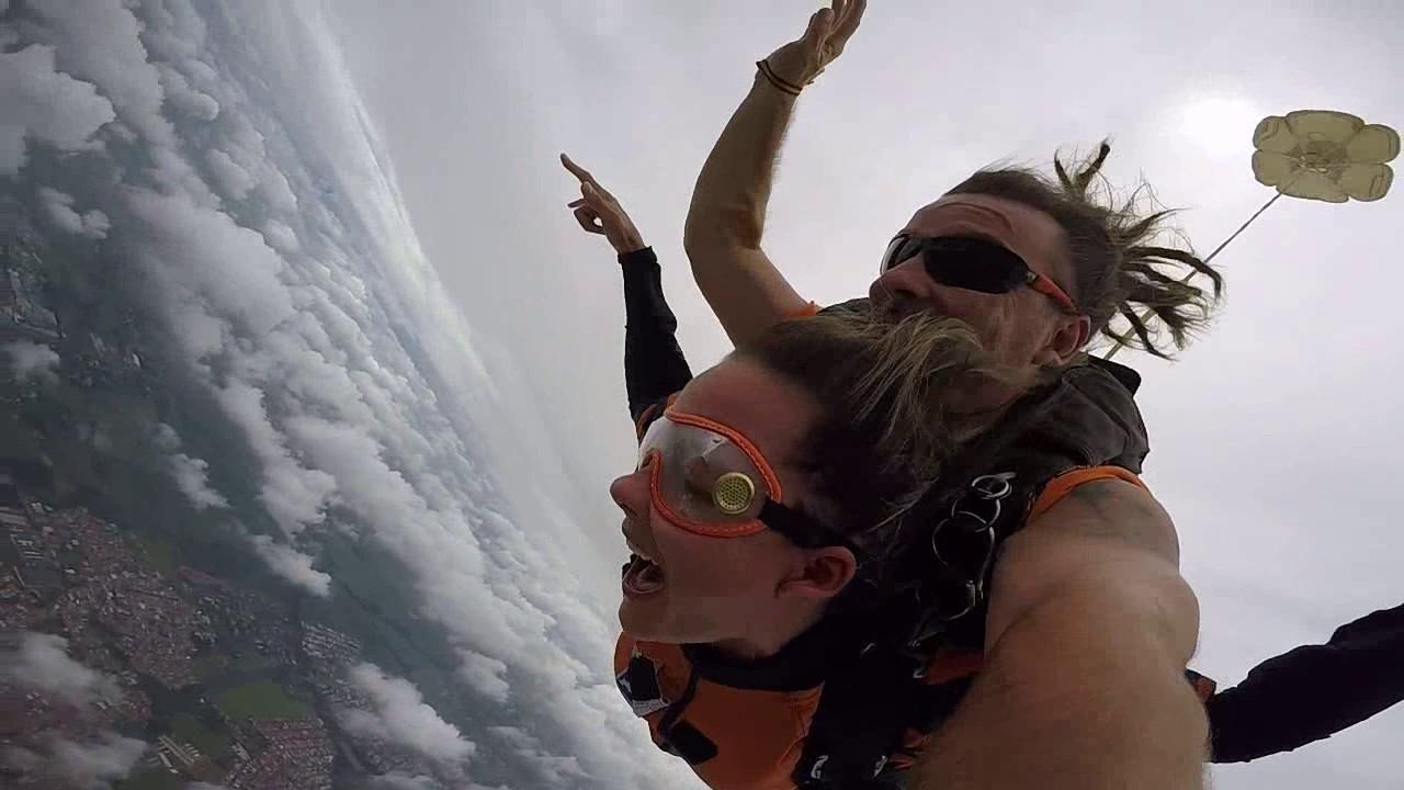 Salto de Paraquedas da Silvia na Queda Livre Paraquedismo 21 01 2017