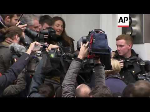 Swedish prosecutor arrives to quiz Assange