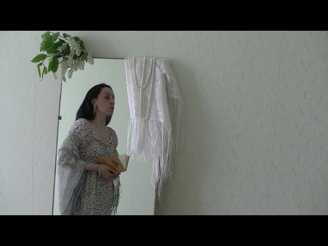 Изображение предпросмотра прочтения – ЮлияПерова читает произведение «Сжала руки под тёмной вуалью...» А.А.Ахматовой