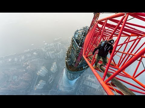 Breathtaking video: Daredevils skywalk world