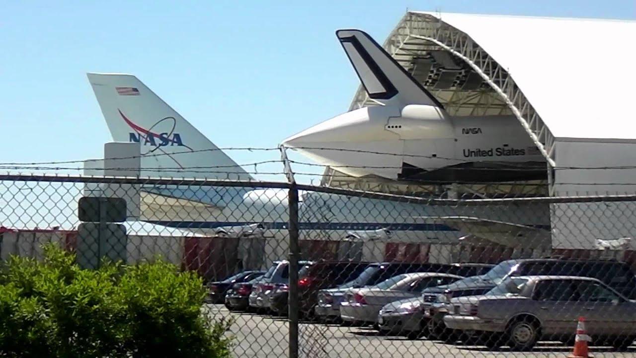 Space Shuttle Enterprise on top NASA'S SCA 747 at JFK ...