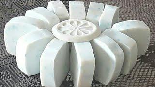 Faça sabonete sem óleo com soda e sabonete do mercado super duro