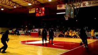 Michael Purdie dunk over 6'8 Video