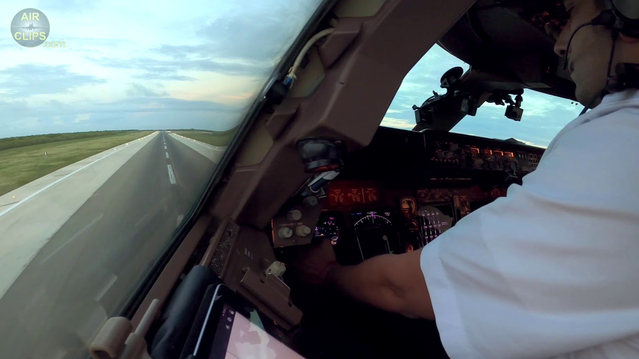 Strong Inputs by Strong Captain Dani! Wamos Air Boeing 747-400 Cockpit Landing!!! [AirClips]