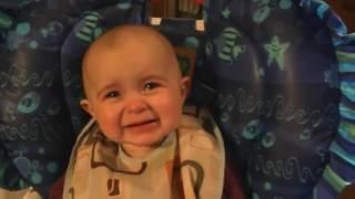 эмоциональный ребенок плачет под песню мамы
