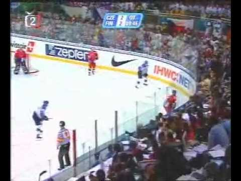David Moravec - Gold medal goal against Finland (2001 World Championships final)