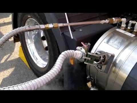 Repostar Gas Natural Liquado (GNL LNG) Iveco, (LNG Tank filling).