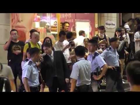 Man brandishes knife at Lan Kwai Fong | Aug 11,2016 | 蘭桂坊  | 香港 | HongKong |  News | crime |