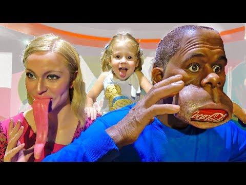 Настя и папа посетили детский музей и встретили необычных персонажей