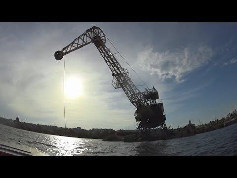 Лодка Обь-М против Обь-3  Сильный ветер упал кран в воду