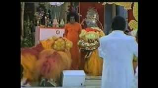 Swami Feeding Singapore Lions in CNY 1998