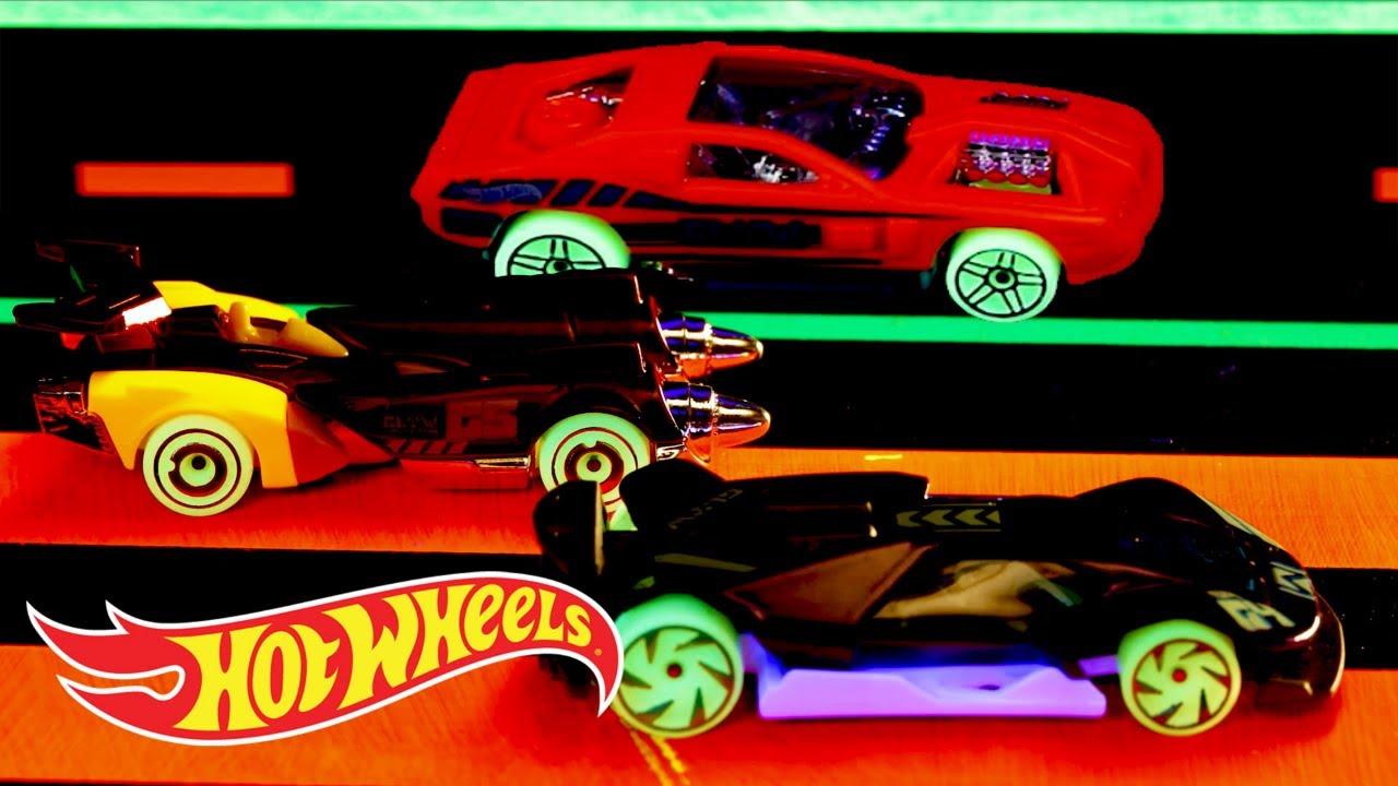 Hw Glow Wheels In Tunnel Run Hot Wheels Youtube