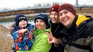 Мирон бросает спиннинг первый раз первая рыбалка сына Семейная рыбалка Наноагент