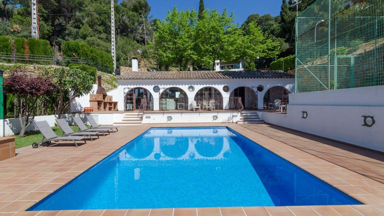 Belle villa avec piscine priv e jardin barbecue wifi a for Piscine jardin youtube