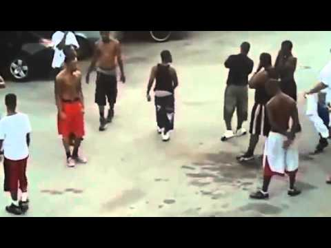Insane Ghetto Hood Fight - Bloods vs Crips - YouTube