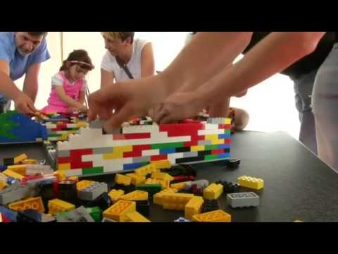 weltrekord kinder bauen h chsten lego turm der welt youtube. Black Bedroom Furniture Sets. Home Design Ideas