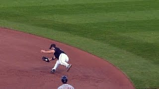 DET@PIT: Jones makes diving play on Prince's grounder