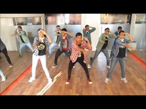 Baango Baango Baango - Silk Smitha, Asha Bhosle, Qaidi SongKaynak: YouTube · Süre: 5 dakika11 saniye