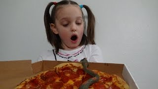 "Snakes Attack Pizza! Spatula Girl Attacks Snake! ""Toy Freaks Victoria & Annabelle"""