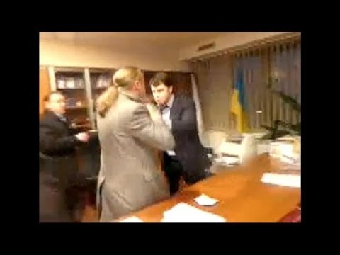 Violent video: Ukraine TV boss beaten up, forced to resign by far-right Svoboda MPs