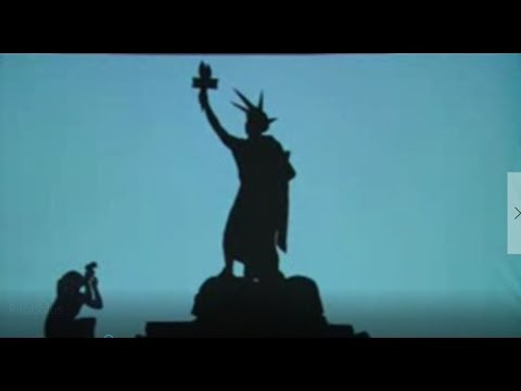Mandela Effect : VIDEO EVIDENCE !!! Statue of Liberty Left or Right Hand Torch