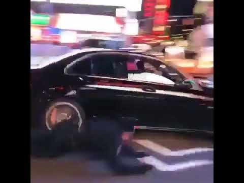 Crazy car chase  in Times Square