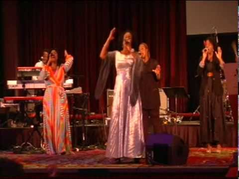 Hope Davis-Worship His Majesty 2013-Marriott-Marquis- 08-31-2013