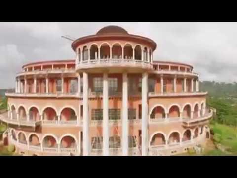 Le Palais de La Monin Bia à Ayamé  (Ayamé est une ville de la Côte d'Ivoire)