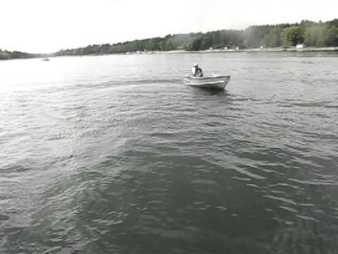 1.2hp Sears Gamefisher Outboard Boat Motor Running On Boat