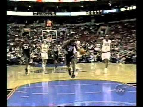 Ricky Davis Between the legs dunk