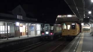 夜の予讃線伊予大洲駅キハ54形普通列車と2000系特急宇和海27号 2018.1.7