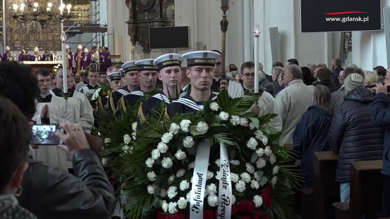 2017.10.28 Gdańsk pożegnał ks. Bogdanowicza, wieloletniego proboszcza Bazyliki Mariackiej.
