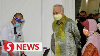 Sultan Nazrin visits vaccination centre in Ipoh