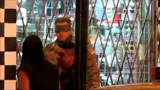 "Джим Керри и Аарон Джонсон на съемочной площадке ""Пипец 2"" в Торонто"