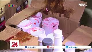 Phát hiện lô hàng lậu các nguyên liệu làm trà sữa không rõ nguồn gốc - Tin Tức VTV24