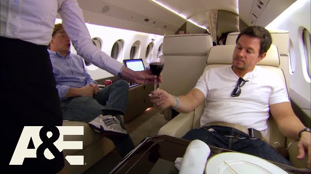 Download Wahlburgers: A World Where Wahlbergs Rule   March 9 9/8c   A&E