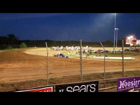World of Outlaws Sprint Cars at Lernerville Speedway Four Wide Salute