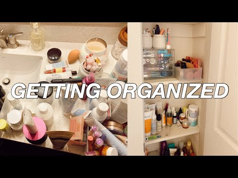 CLEANING AND ORGANIZING MY MAKEUP + SKINCARE COLLECTION!