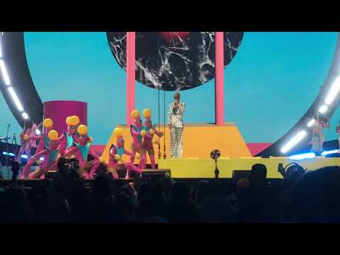 Teenage Dream | Katy Perry: Witness Tour | Toronto 10/31 | HD FRONT ROW