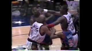 Repeat youtube video 1996 Charles Barkley vs Charles Oakley fight in preseason game