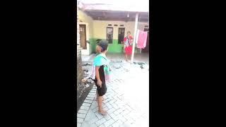 Download Video kelakuan ibu rumah tangga dalam keseharian. MP3 3GP MP4