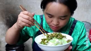 苗大姐摘了一大框丝瓜,配一斤辣椒,一碗米饭吃了还想吃
