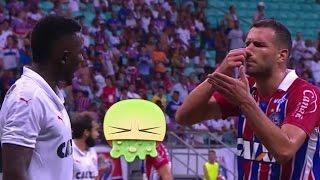 """Jogador Lucas Fonseca reclama de """"BAFO"""" de Kanu em discussão no clássico Ba-Vi"""
