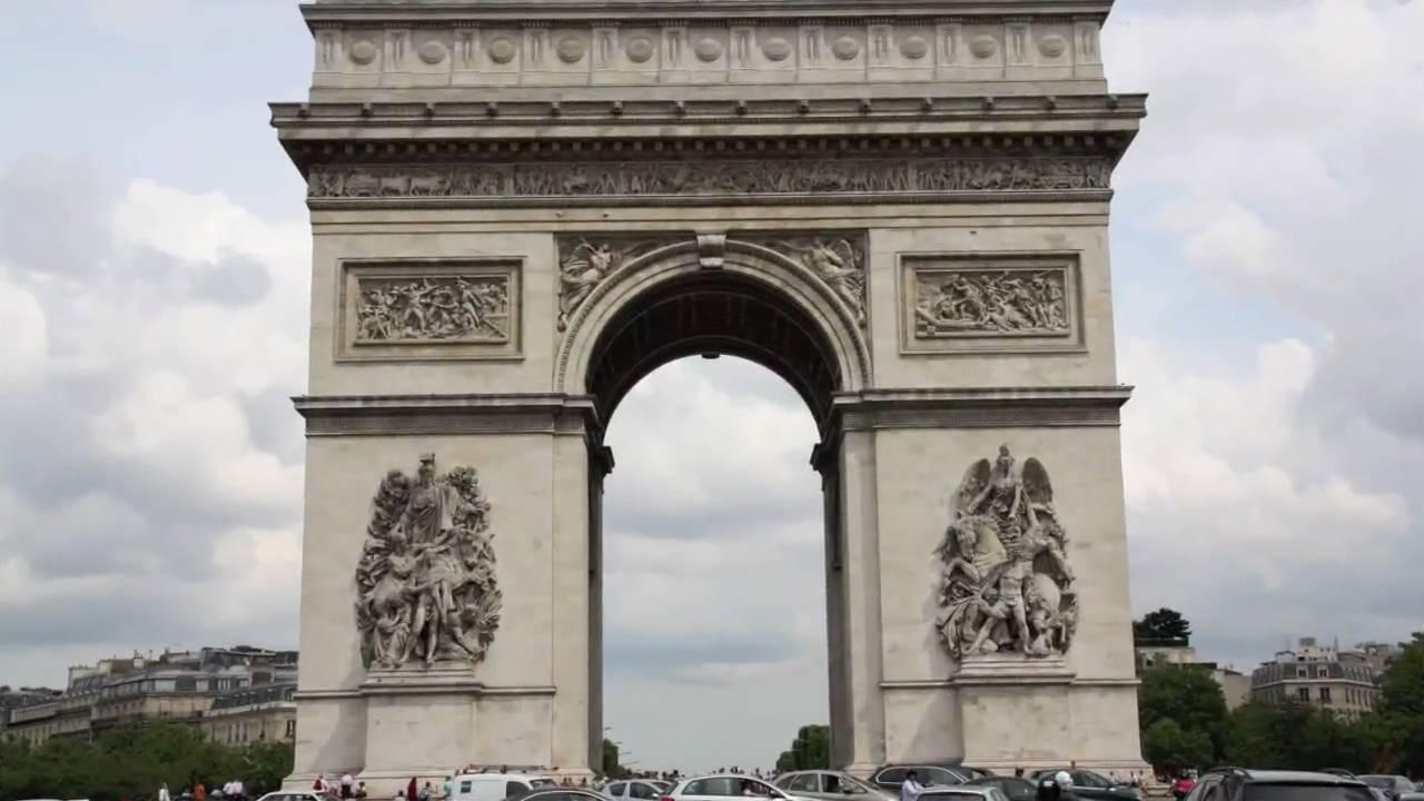 El Nombre De Mequinenza Inscrito En El Arco Del Triunfo De Paris