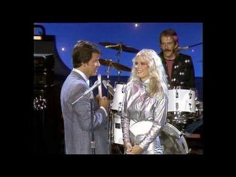 Dick Clark Interviews Kim Carnes - American Bandstand 1982