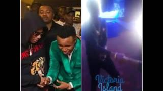Too humble   Humblesmith Prostrates To Greet 2face, Same Way He Bows To Wizkid
