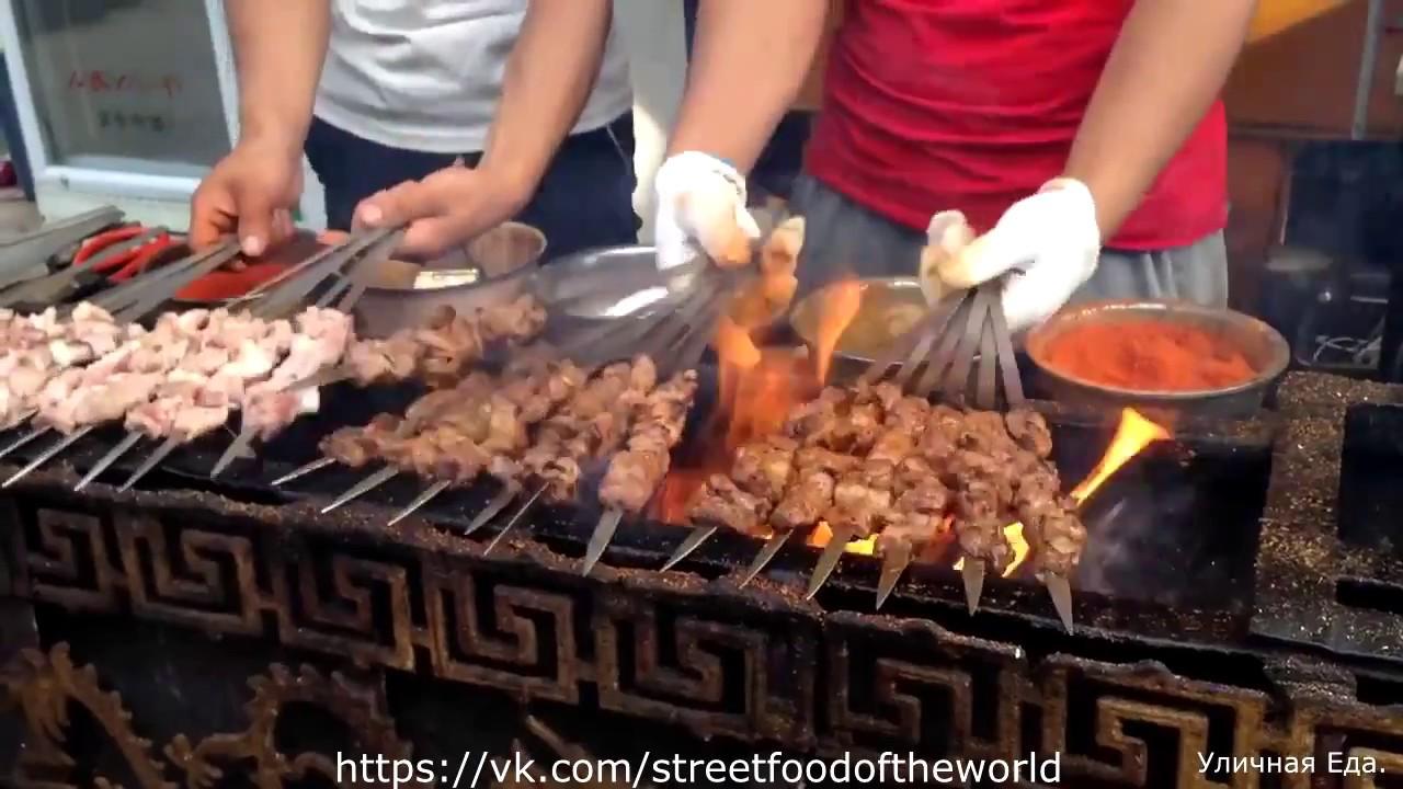 Еда на улицах Монголии. Чем кормят туристов в этой стране?