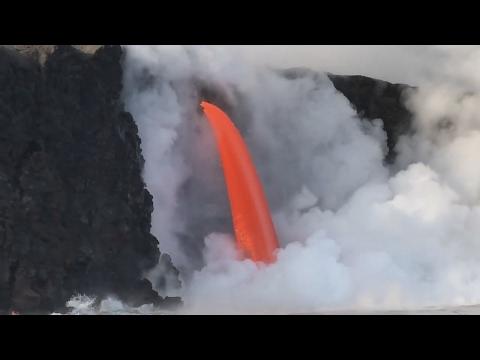 "Lava ""Fire Hose"" Returns After Cliff Collapse (Feb. 5, 2017)"